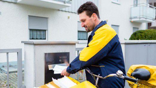 Briefzusteller der Deutschen Post