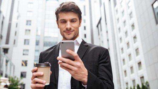 Besonders bei der Kommunikation mit Unternehmen vertrauen Menschen der klassischen SMS immer noch mehr als Messaging-Diensten.