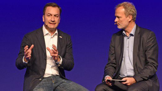 Hamburger IT-Strategietage 2018: Bosch Group CIO Elmar Pritsch (l.) im Gespräch mit Moderator Horst Ellermann.