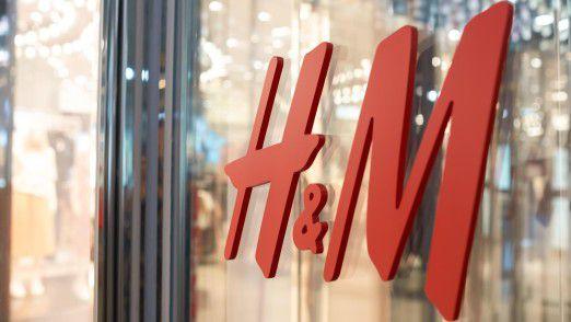 Schwache Verkäufe und hohe Rabatte auf Ladenhüter nagen am Gewinn von H&M.