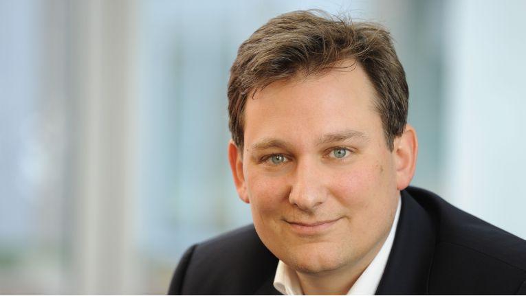 """Benjamin Jansen Telekom Cloud Channel 16zu9 gespiegelt: """"Systemhäuser müssen nicht befürchten, durch die Partnerschaft mit der Telekom Kunden und Geschäft zu verlieren."""""""