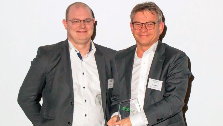 Das bedeutendste Veeam-Projekt hat im vergangenen Jahr Bechtle umgesetzt. Den Award holte sich Bechtle-Geschäftsführer Roland König ab (rechts im Bild).