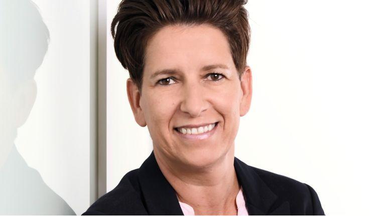 Vertriebsspezialistin Michaela Hirsch, Manager Sales Germany bei Peerless-AV, freut sich auf ihre neuen Aufgaben in Deutschland.