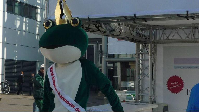 Erste kleine Charme-Offensive der Region Hannover zur CeBIT 2011. Einen Prinzen hat ja aber niemand erwartet, mit einer schönen B2B-Messe wären viele schon zufrieden gewesen.