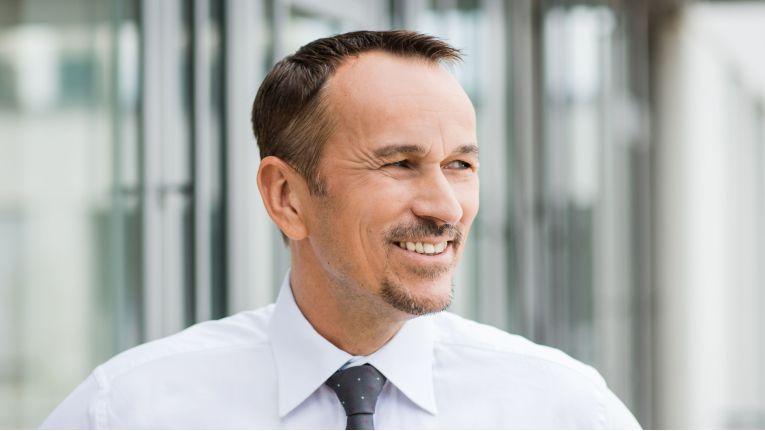 Daniel Dalle Carbonare, bei Hitachi Vantara Vice President Central Region und damit für das Geschäft in Deutschland, Österreich und der Schweiz zuständig, verspricht den Partnern mit den neu modellierten Partnerprogramm im Sommer weitgehend Kontinuität.