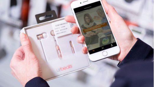 Im neuen Saturn Express bezahlen Kunden per App am Regal.