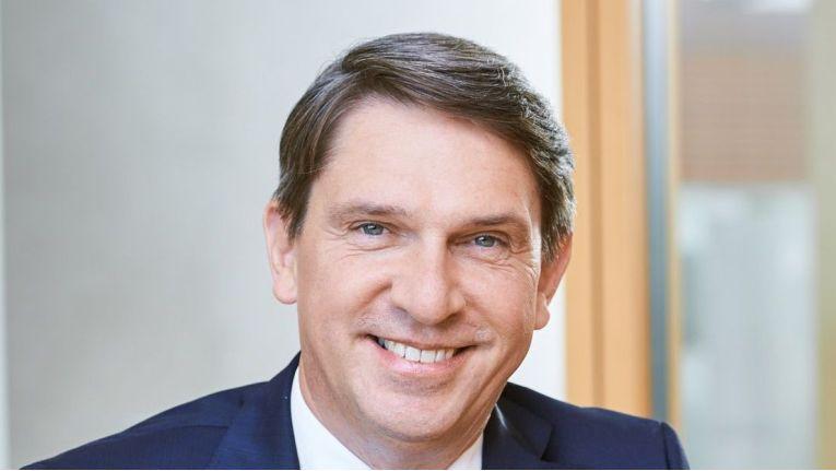 """""""Personal für eWLAN zur Verfügung zu stellen, ist extrem schwer und sicherlich momentan unsere größte Herausforderung"""", Dirk Henniges, Geschäftsführer der Compass Gruppe."""
