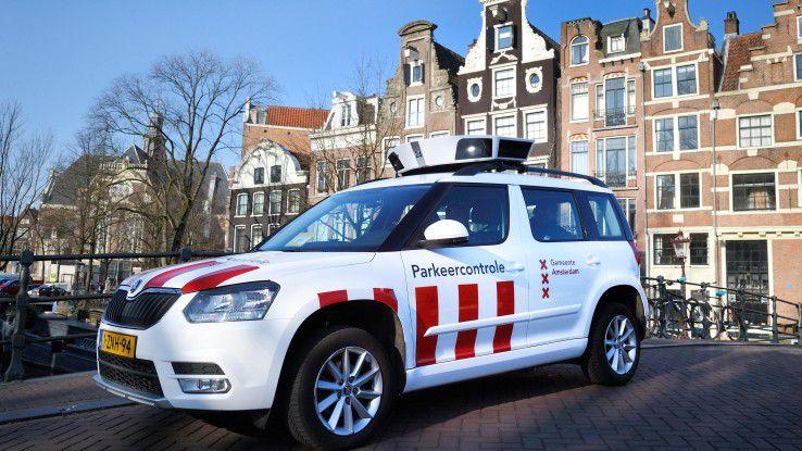 Dank digitaler Technik müssen Park-Kontrolleure in Amsterdam nicht mehr auf den Bürgersteigen herumlaufen. Stattdessen fahren Sie in Fahrzeugen mit SCANaCAR-Systemen von ScanAuto durch die Straßen, mit denen bis zu 800 digitale Bilder pro Sekunde von parkenden Autos gemacht werden.