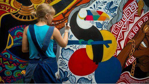 Unerwünschte Graffitis sorgen jährlich für einen Schaden von 200 bis 500 Millionen Euro. Vodafone will dem jetzt einen Riegel vorschieben.