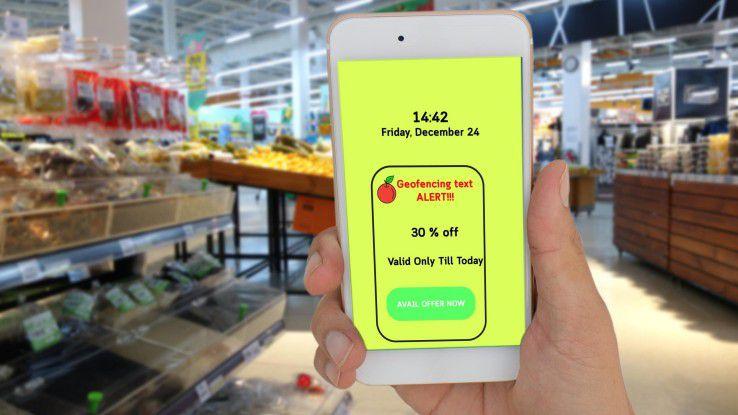 Geofencing-Konzept im Supermarkt: Der Kunde bekommt beim Betreten einen Gutschein auf sein Smartphone gesendet.