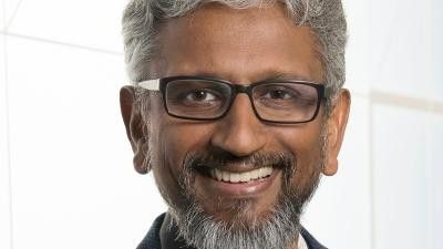 """Die nächste Überraschung: Raja Koduri, ehemals Chefentwickler für die Grafiksparte bei AMD, wechselt zu leitet und leitet dort ab Dezember die neue Geschäftseinheit """"Core and Visual Computing""""."""