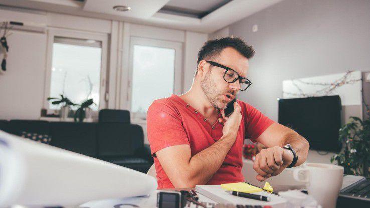 Die Arbeitszeit zu erfassen ist eine Aufgabe, die vielen Mitarbeitern wenig Spaß macht.