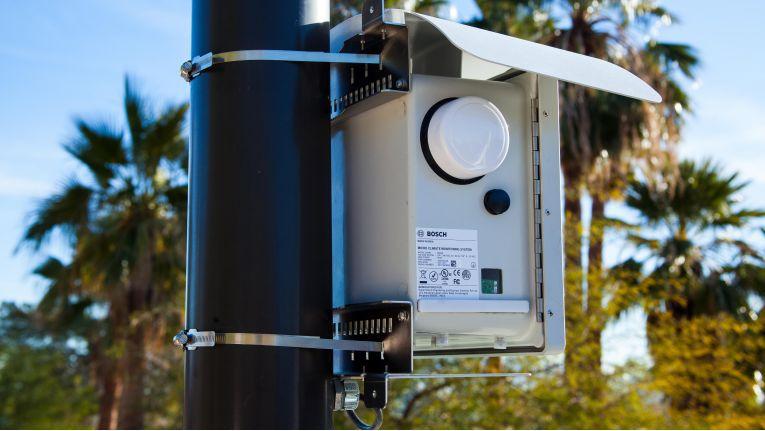 Die mit Intel entwickelte Bosch-Station Climo kann zwölf Parameter messen und analysieren, wie zum Beispiel Kohlendioxid und Stickoxid, aber auch die Temperatur, relative Feuchtigkeit und sogar Pollenkonzentration.