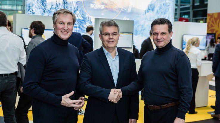 Christof Kurz, Geschäftsbereichsleiter eurodata AG (Mitte), macht gemeinsame Sache mit Scopevisio-Gründer Jörg Haas (links) und Scopevisio-Vorstand Michael Rosbach.