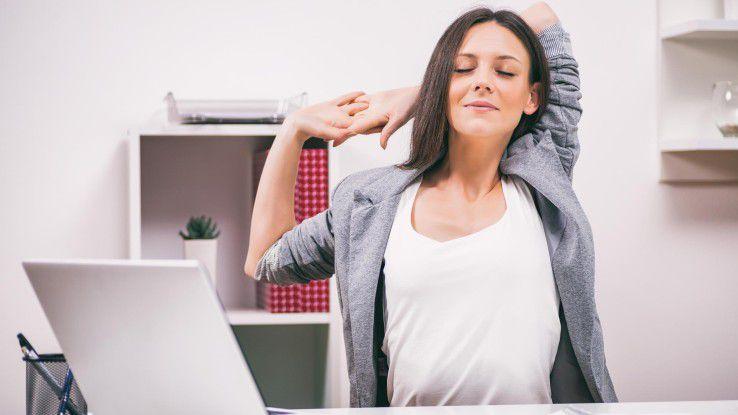 Sich hin und wieder bewegen statt nur sitzen: Mit solch einfachen Tricks soll die Arbeit bereits mehr Spaß machen.