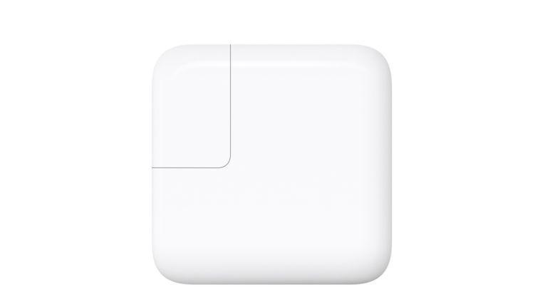 Mit dem 29W-Netzteil des Macbook Pro kann ein iPad Pro schneller geladen werden.
