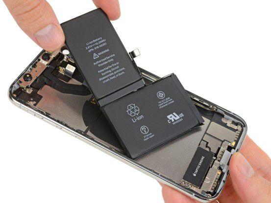 Wohl aus Platzgründen hat das iPhone zwei separate Akku-Module