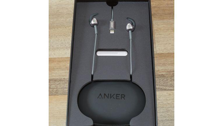 Die Verpackung der Soundbuds IE10 ist ein wenig Apple like.