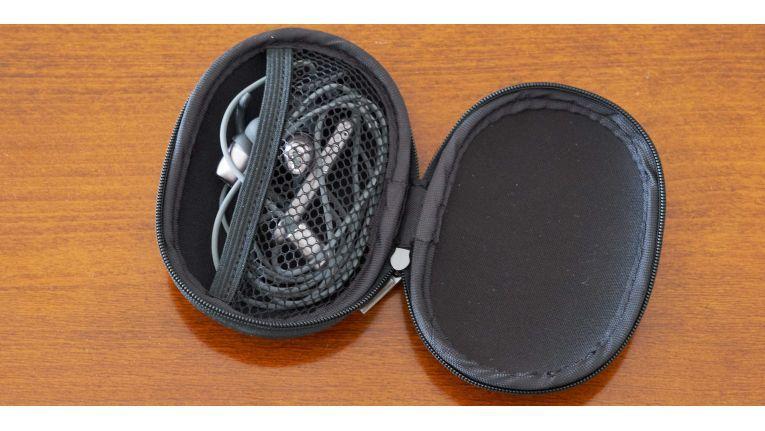Sehr praktisch ist die mitgelieferte Transportbox der Soundbuds IE10.