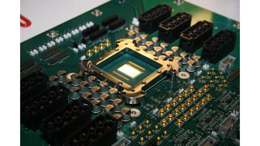 Sparsamer Prototyp: Der Prozessor mit seinen 80 Kernen soll sich mit 62 Watt begnügen. (Quelle: Intel)