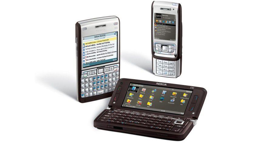 Familientreffen: Alle neuen Geräte der E-Serie im Überblick. Vorne sehen Sie das E90, in der Mitte das E61i und hinten das E65. (Quelle: Nokia)