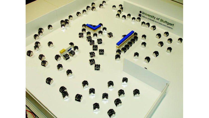 Den Stuttgarter Roboterschwarm gibt es leider noch nicht im Bundle mit Legosteinbaukästen zu kaufen. Foto: Uni Stuttgart