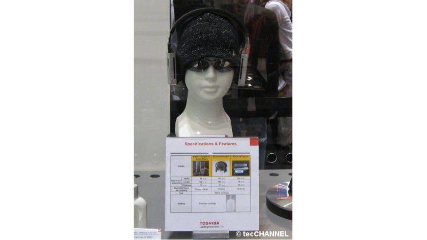 Auf die Ohren: Die Brennstoffzelle soll einen zehnstündigen Betrieb des Headsets erlauben.