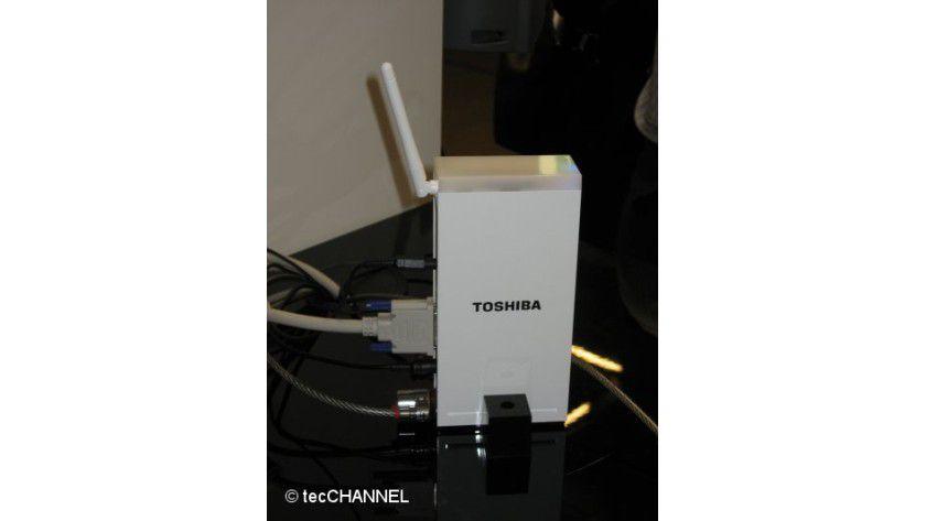Funkkontakt: Die Signale werden per UWB vom Notebook zur Docking-Station übertragen.