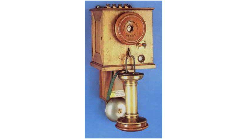 Wandfernsprecher: 1881 begann in Berlin der Probebetrieb mit acht Fernsprechanschlüssen. (Quelle: Telekom-Historik Bochum)