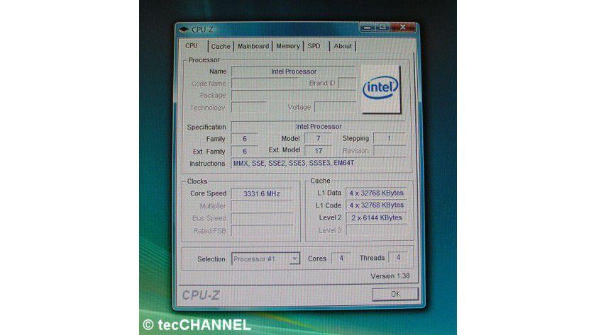 Yorkfield: Der 45-nm-Quad-Core-Prozessor für den Sockel LGA775 arbeitet mit 3,33 GHz Taktfrequenz. Insgesamt verfügt die CPU über 12 MByte L2-Cache – pro Dual-Core-Die sind es 6 MByte.