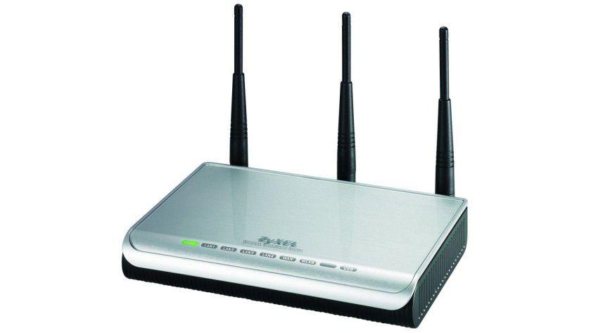 Funkloch: Beim Zyxel lässt sich das WLAN per Schalter am Gehäuse deaktivieren. Eine sinnvolle Option.