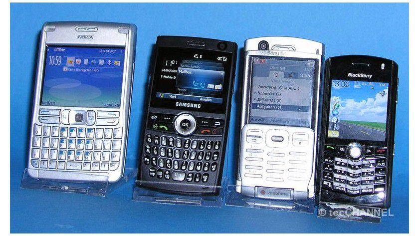 Konkurrenten: Wer aktuell ein Business-Smartphone sucht, hat die Qual der Wahl. Denn nun mischt auch Samsung (zweites von links) mit.