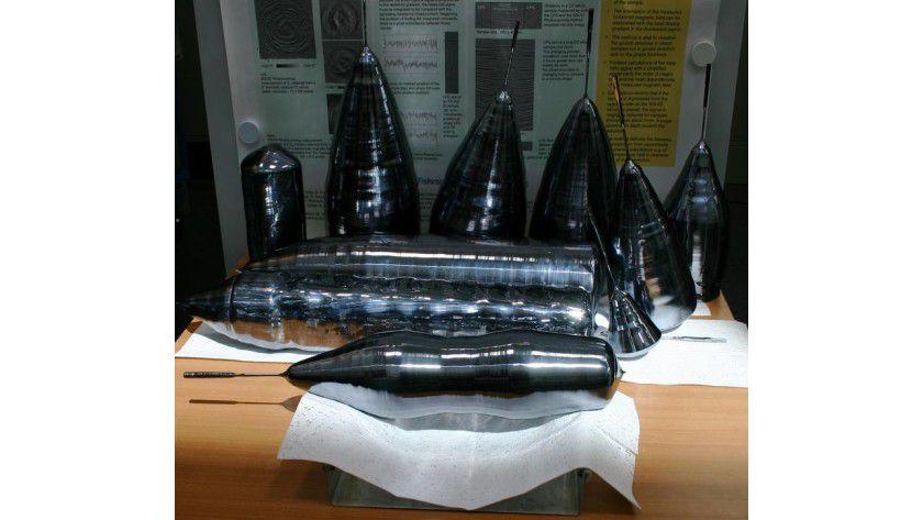 Hat einen Wert von rund zwei Millionen Euro: Der weltweit einmalige Siliziumkristall (vorne im Bild) aus dem IKZ in Berlin. Foto: Zens