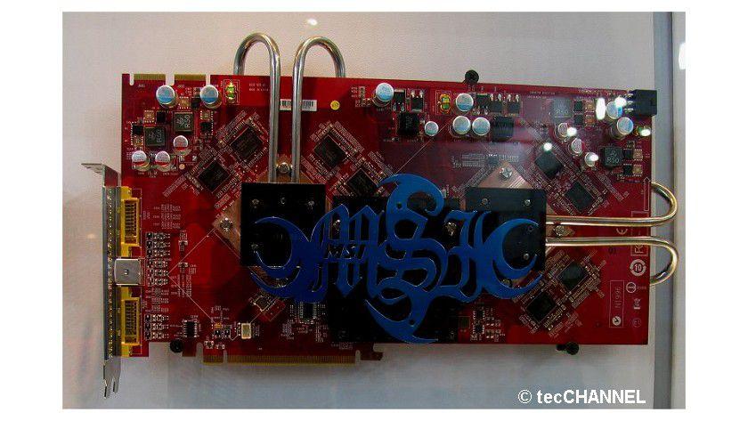 Grafikmonster: Das Grafikkarte RX2600 Geminium von MSI besticht durch die überdimensionale Größe und das passive Kühlsystem.