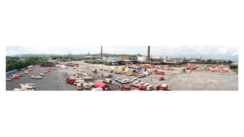 Panoramaaufnahme einer Übung, mit der die Einsatzmaßnahmen bei einem Massenanfall von verletzten Personen praktisch erprobt wurden. Foto: Feuerwehr Köln