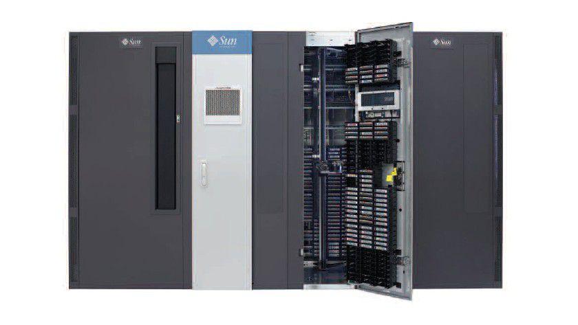 Speicherschrank: Das StorageTek SL3000 kann bis zu 3.000 Tapes verwalten. (Quelle: Sun)