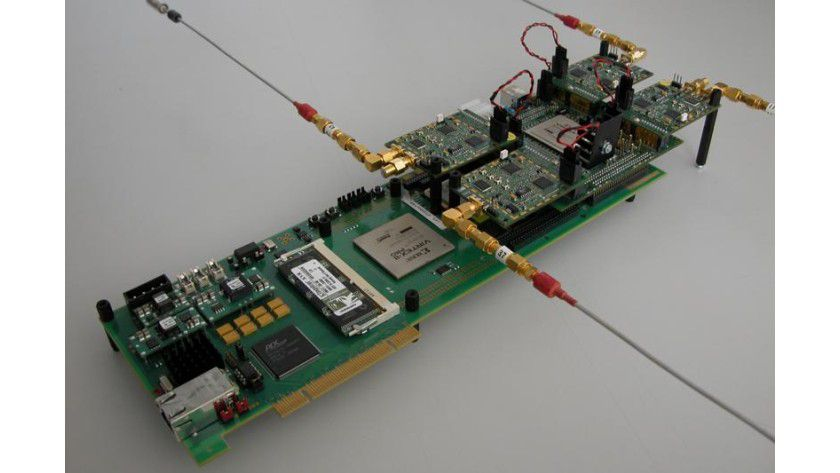 Prototyp einer MIMO-Station mit vier Antennen, Größe 25 x 12 cm. Foto: Gruppe Prof. Bölcskei / ETH Zürich