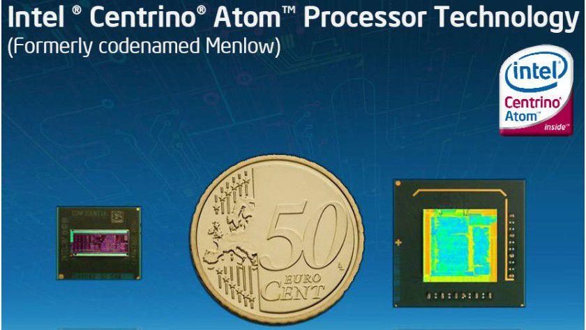"""Intel Centrino Atom: Die besonders kleinen und sparsamen CPUs (links im Bild) mit dem neuen Markennamen """"Atom"""" erhalten ein eigenes Logo. Rechts im Bild sehen Sie den Centrino-Atom-Chipsatz. (Quelle: Intel)"""