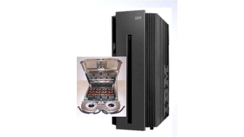 Cool bleiben: Mit einer neuartigen Wasserkühlung will IBM die Hitzeentwicklung in dem Power-575-Supercomputer reduzieren. (Quelle: IBM)