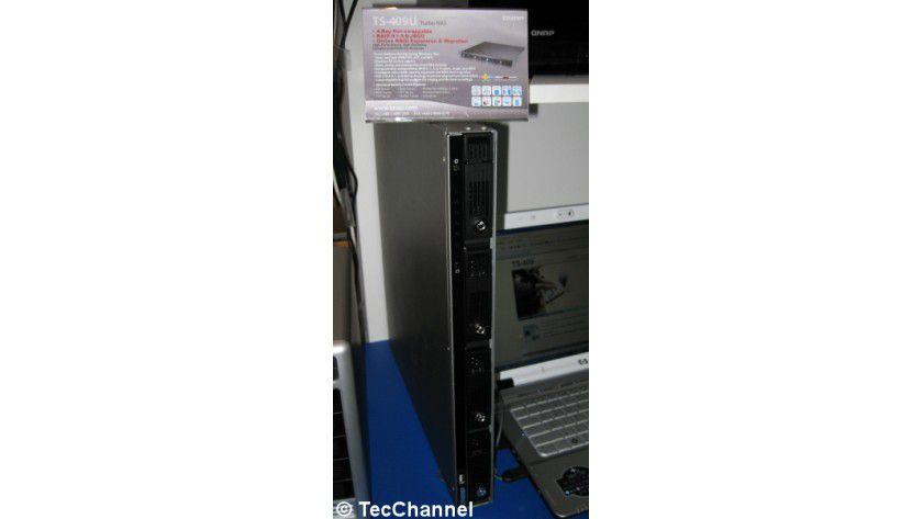Pizza-Box: Die TS-409U ist durch den Gehäuseformfaktor besonders gut für den Einbau in ein Server-Rack geeignet.