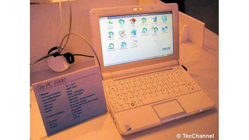 Eee PC 1000: Im Vergleich zum 901-Modell besitzt diese Variante mit 10/10,2-Zoll ein größeres Display.