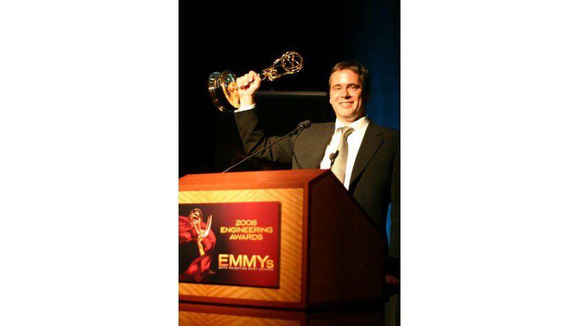 Prof. Dr.-Ing. Thomas Wiegand mit dem Emmy, den er am 23.August 2008 in Hollywood für die Entwicklung und Etablierung des Videokodierstandards H.264 erhielt. Foto: privat