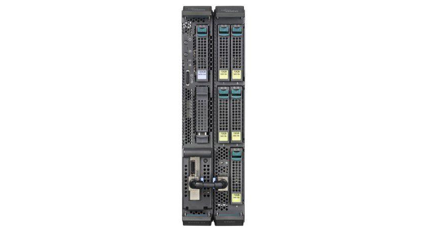 Duo: Auf dem linken Server-Blade läuft Windows Storage Server 2003 als Betriebssystem, im rechten Blade stecken die bis zu fünf möglichen 2,5-Zoll-Festplatten.