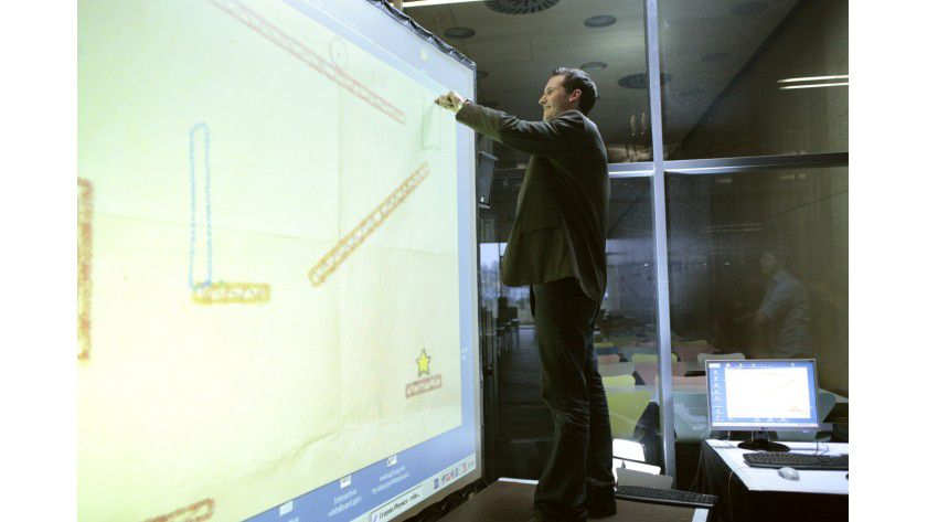 Eigenbau: Freihandzeichnen auf der Projektionsfläche. (Quelle: Fachhochschule St. Pölten)