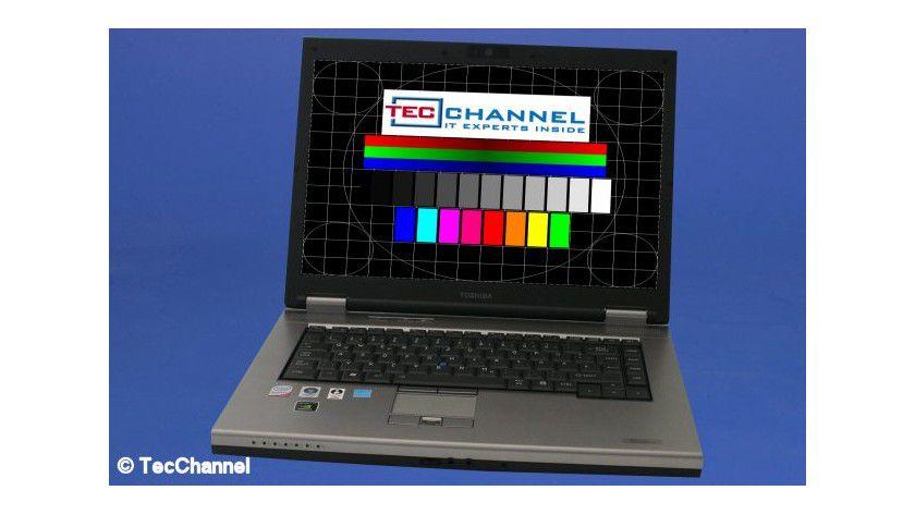 Toshiba Tecra S10: Das 15,4-Zoll-Display arbeitet mit einer Auflösung von 1680 x 1050 Bildpunkten.