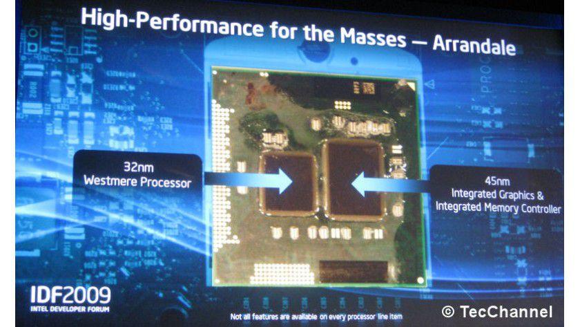 Grafik und CPU vereint: Intels Arrandale vereint in einem Prozessorgehäuse die 32-nm-Westmere-CPU sowie einen 45-nm-Grafikchip. Die Verbindung zwischen den Siliziumplättchen wird über QuickPath realisiert.