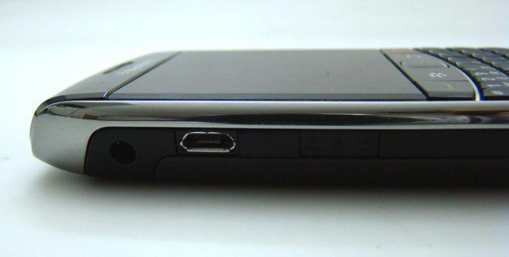 Schnittstelle: Strom und Daten gelangen nun über die Micro-USB-Schnittstelle auf das Gerät.