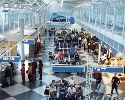 Flughäfen wie der Airport München und Messen betreiben Pilotprojekte, die über WLANs einen mobilen Internet-Zugang erlauben. Foto: Flughafen München