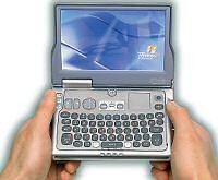 Der Flipstart von Vulcan ist so groß wie ein Taschenbuch. Seine Tastatur setzt beim Anwender zierliche Finger voraus. (Foto: Vulcan)