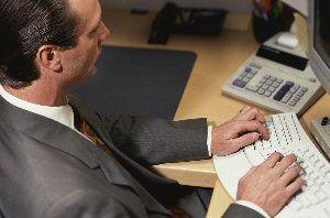 Manager, die Betriebswirtschaft studiert haben, beherrschen in der Regel ihre Kernkompetenzen wieControlling, Rechnungswesen oder Marketing ganz gut. Ihnen fehlt aber eine ganzheitliche Bildung, wie sie amerikanische Eliteuniversitäten anbieten. (Foto: Photodisc)